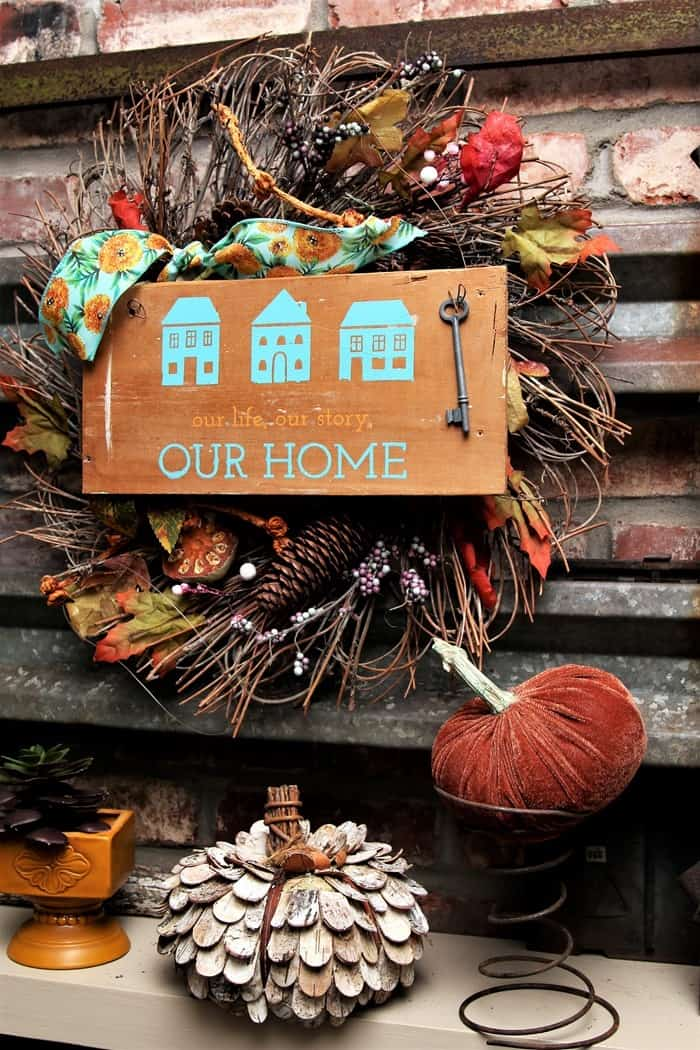 How to make a home decor sign using Chalk Couture transfers and paste. via @petticoatjunk